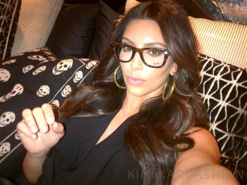 kim-kardashian-wearing-eyeglasses