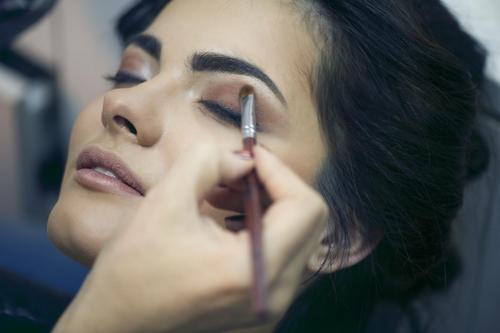 look-younger-with-makeup