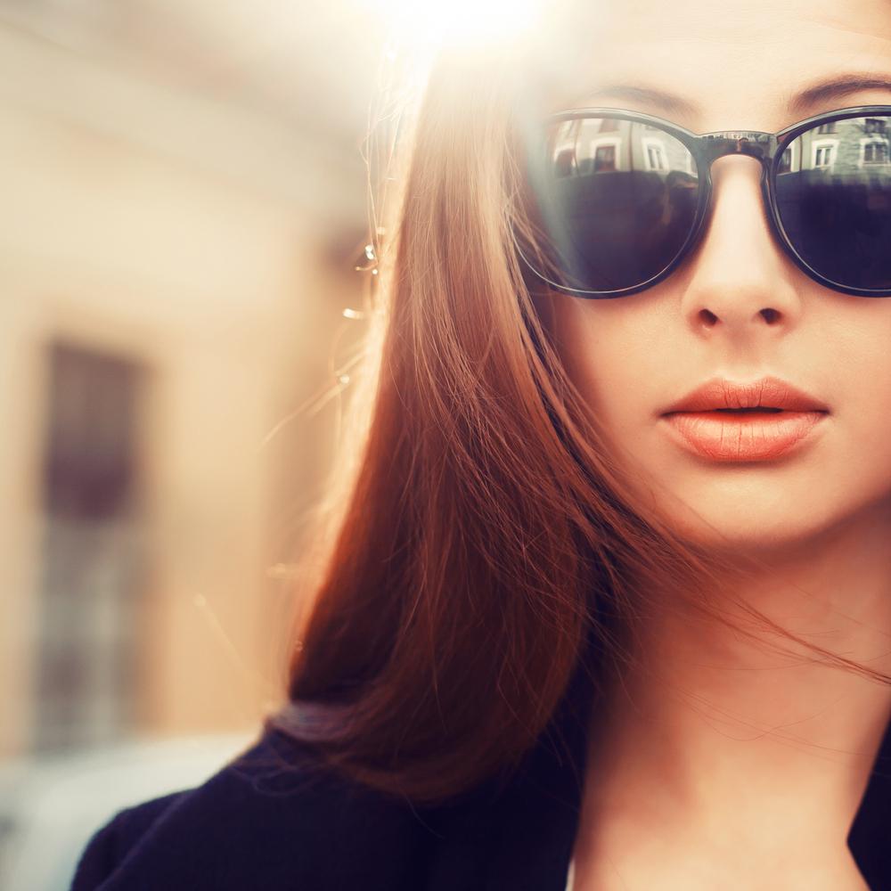 мокки красивые женские фото в темных очках оконном