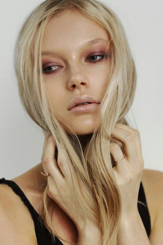 Check out these youthful spring makeup tips to get your outfits and your makeup looks on the same page this season.