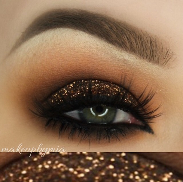 Glittery Makeup Looks for the Holidays