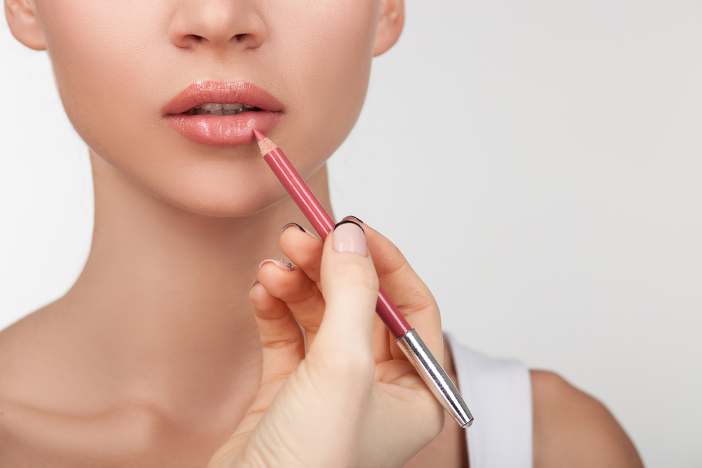 Lining Your Lips for a Plumper Pout
