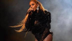 Beyonce performs at the 2016 MTV VMA's