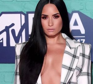 Get the Look: Demi Lovato at the EMAs , demi lovato, cesar ramirez, César DeLeön Ramirêz, celebrity hair stylist