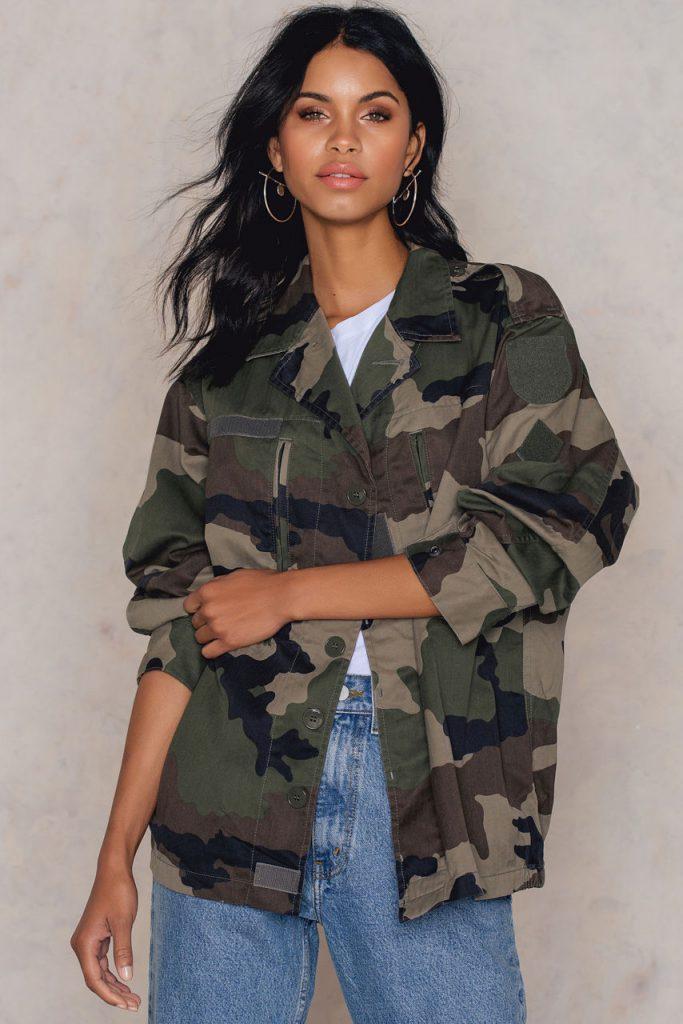 How to Wear an Oversized Jacket Without Looking Frumpy , jacket, oversized jacket, over the shoulders, rihanna, kim kardashian, chrissy teigen, jacket, jean jacket