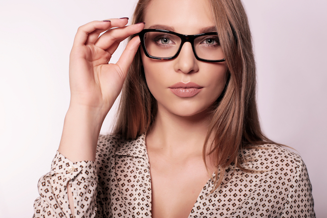 A New Way to Apply Makeup for Glasses Wearers, eyewear, sight, makeup for glasses