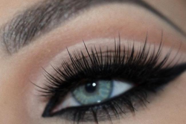 Get the Look with Motives® Cat Eye, cat eye, cat eyes, motives, wednesday, loren, motives