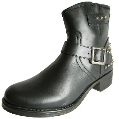 These Amazing Boots Are On Sale NOW, sale, boots, boots for sale, holiday, holiday style, style, fashion, fashion finds